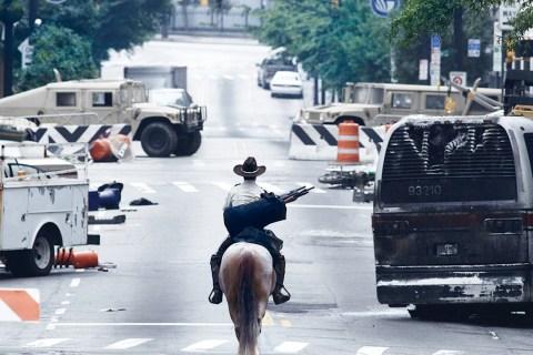 WalkingDead101_Horseback
