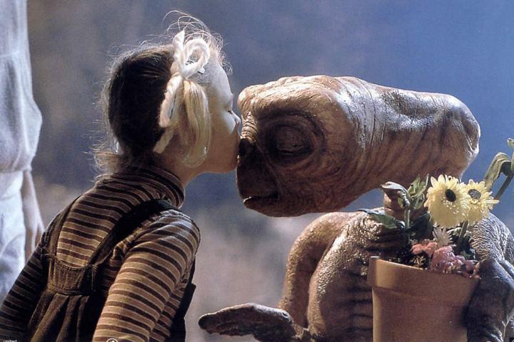 E T The Extra Terrestrial 1982 Top 10 Saddest Kids Movies Time Com