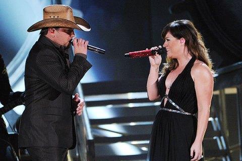 Jason Aldean and Kelly Clarkson, Grammys 2012