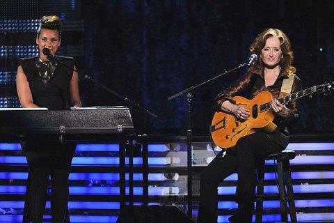 Alicia Keys and Bonnie Raitt, Grammys 2012