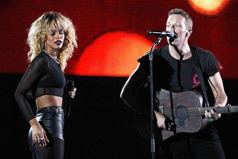 Rihanna and Chris Martin, Grammys 2012