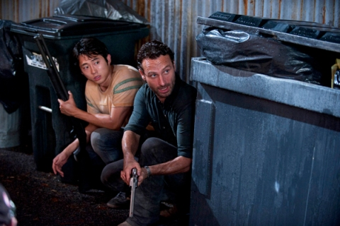 Glenn (Steven Yeun) and Rick Grimes (Andrew Lincoln) - Walking Dead - Season 2, Episode 9