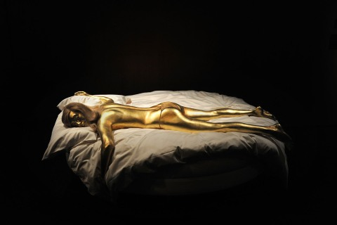 A model of the woman painted gold in the James Bond film 'Goldfinger'
