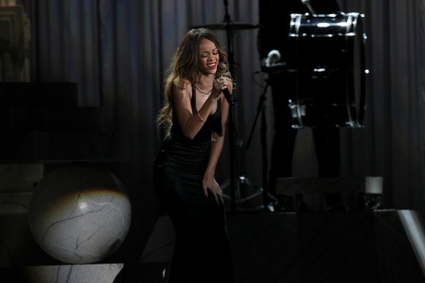 Image: Rihanna at the Grammys