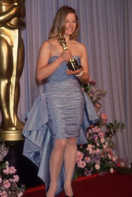 Jodie Foster smiles and holds her Best Actress Oscar