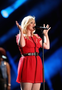 Kelly Clarkson performs at the 2013 CMA Music Festival at LP Field in Nashville, on June 8, 2013.
