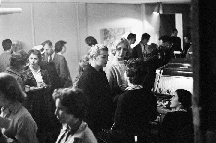 Caffè Lena Crowd, 1961