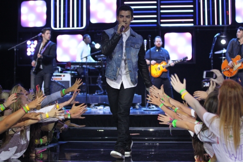 We Day Minnesota With Carly Rae Jepsen, Bridgit Mendler, And The Jonas Brothers