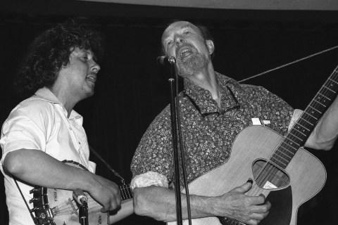 Arlo Guthrie, Pete Seeger
