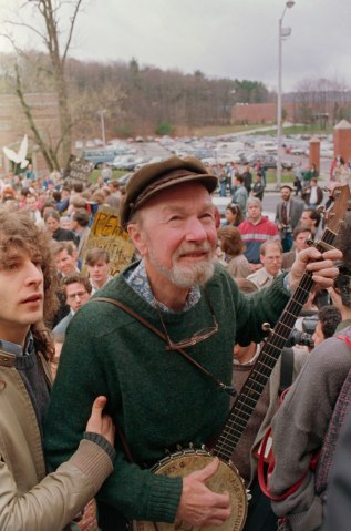 Pete Seeger leads a crowd of mourners from the childhood home of political activist Abbie Hoffman to Temple Emmanuel for a traditional Jewish memorial service in Worcester, Mass., on April 19, 1989.