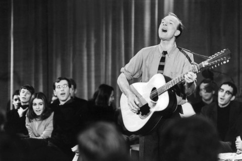 Pete Seeger perfoaPete Seeger performs on a TV show in East Berlin, on Jan. 3, 1967.rms in East Berlin